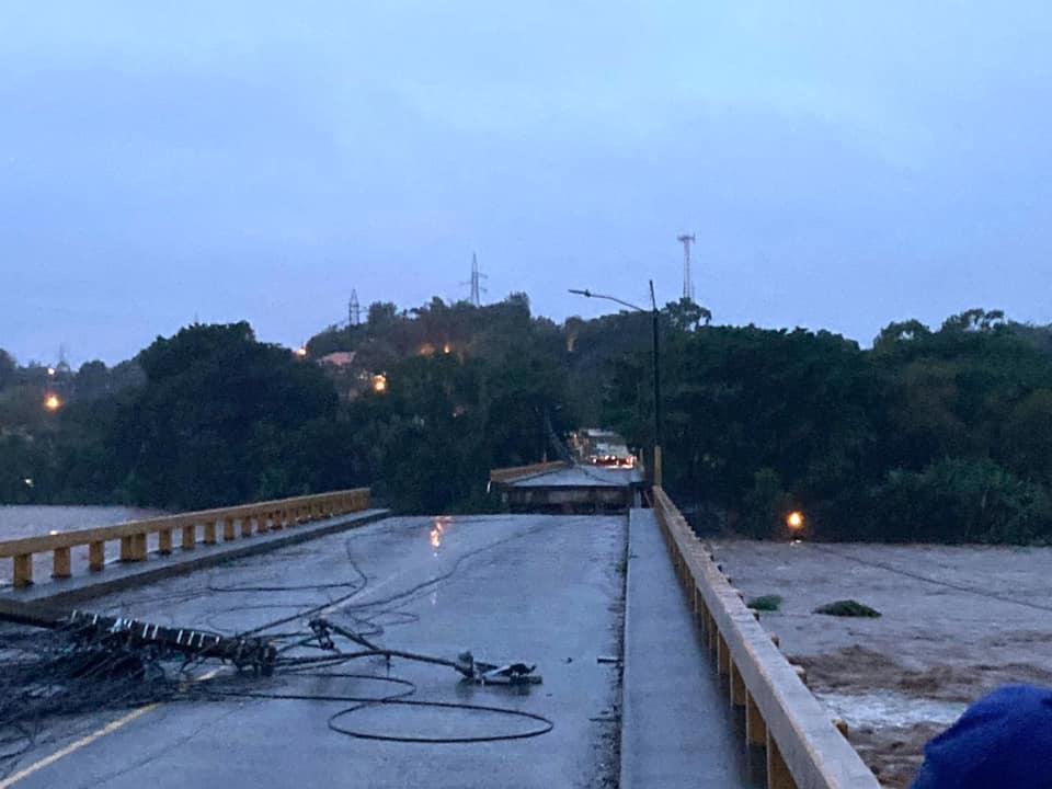 Cierre del puente #Saopin carretera CA-13 debido a derrumbe ocasionado por las fuertes lluvias del #HuracánEta