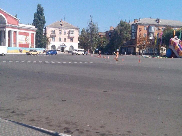 http://kr.depo.ua/ukr/kr/tsentrom-mista-na-kropivnichchini-gulyav-goliy-cholovik-09092016083900