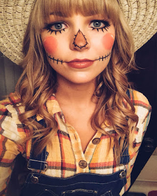 scarecrow costume woman