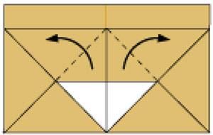 Bước 7: Gấp 2 góc lớp giấy trên cùng lên phía trên
