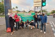 Indahnya Berbagi, Media Jurnalist Online, Bagikan 150 Takjil Dan 250 Masker Pada Pengguna Jalan di Daan Mogot