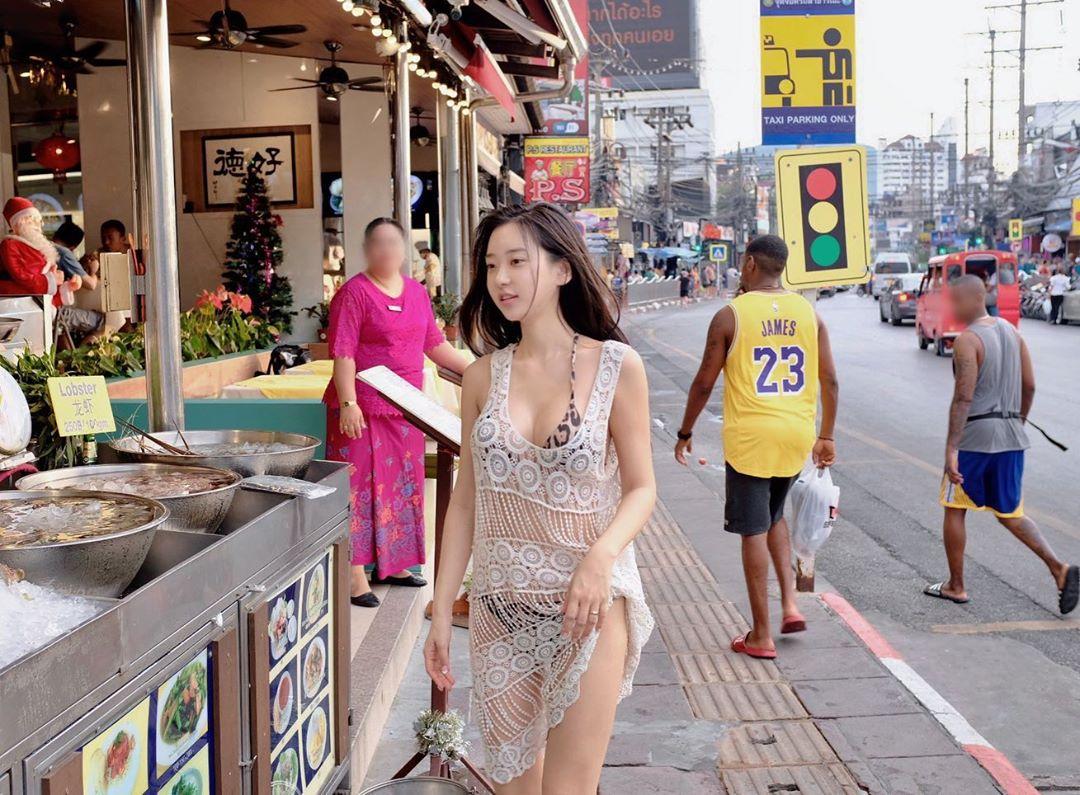 Model Korea Hot Bikini Street Style In Phuket, Thailand