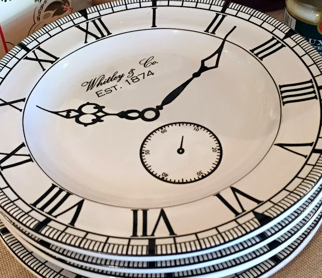 plates that look like clock