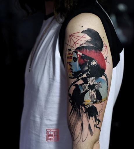 Interessante procurando manga tatuagem em resumo o tema. A simplicidade do design ajuda a fazer o resumo de tema mais evidente na tatuagem. As transições entre as imagens também estão bem posicionados.