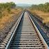 Identifican a un hombre que ataba animales a la vía del tren