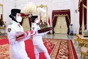 Putri Aceh Pembawa Bendera Merah Putih di Istana Merdeka
