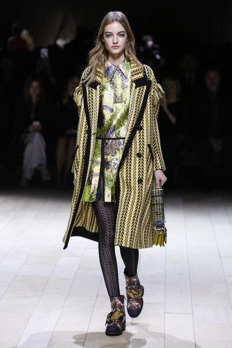 burberry-fall-winter-2016-2017-collection-london-fashion-week, burberry-fall-winter-2016-2017, burberry-fall-winter-2016, burberry-fall-winter-2017, burberry-fall-2016-2017, burberry-fall-2017, burberry-fall-2016, du-dessin-aux-podiums, dudessinauxpodiums