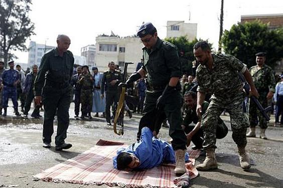 Seorang Pemuda Pelaku Pemerkosa di Yaman Ditembak Mati dan Jasatnay di Gantung