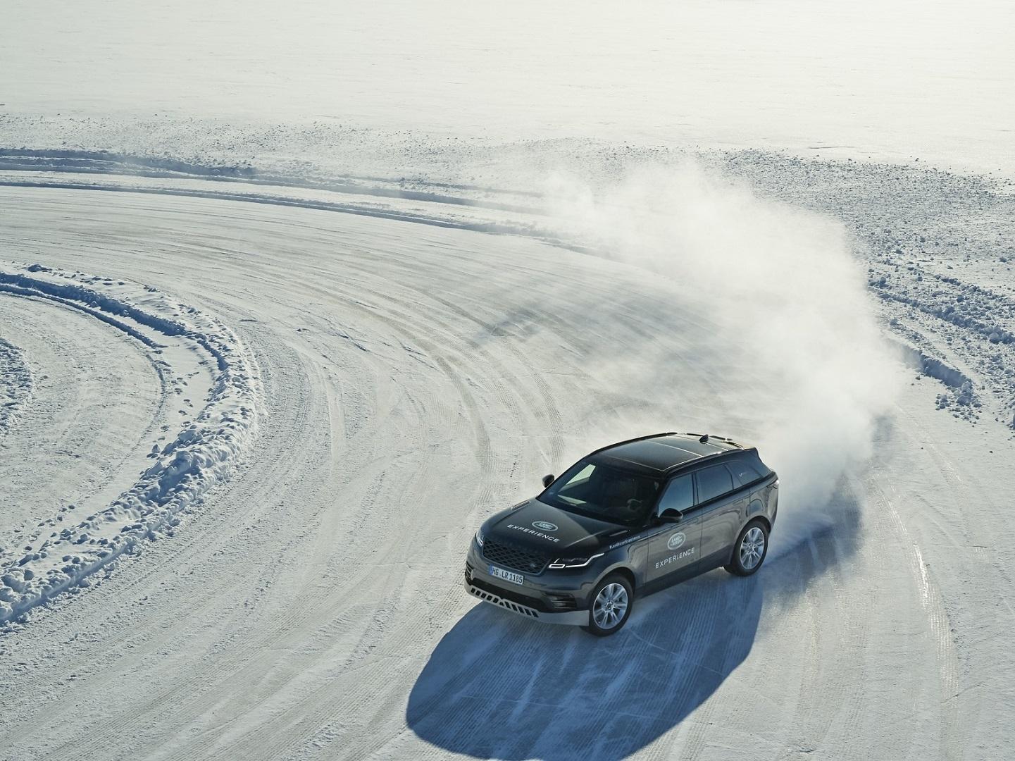 لاند روڤر القيادة على الجليد