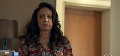 Rania (Eliane Giardini) saberá que a filha foi assassinada em Órfãos da Terra
