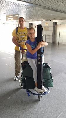 Yayo y Macarena en el aeropuerto de Málaga