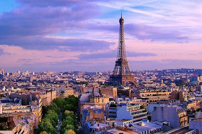 E Agora Para Algo Completamente Diferente: Análise Crítica/Turística a Paris (França)