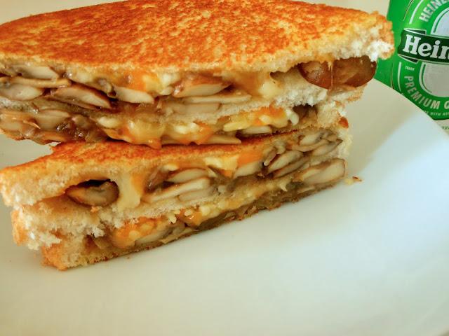 Sandwich picante de champiñones y queso