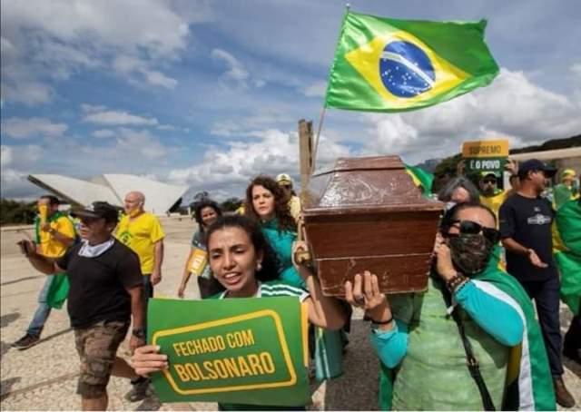 Bolsonaristas desdenham dos mortos pela pandemia