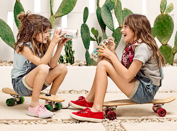 ENteritos de jeans 2018 para niñas. Moda infantil primavera verano 2018 Paula Cahen D'Anvers Niños.