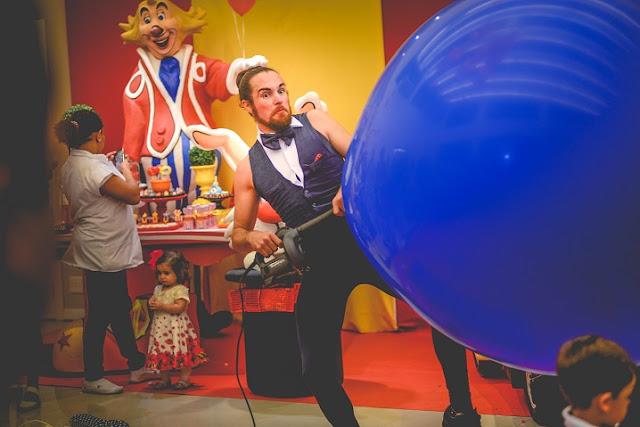 Apresentação circo Mr. Balão para eventos empresariais em São Paulo.