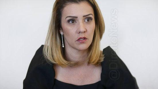 karina kufa advogada bolsonaro confirma coronavirus