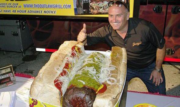 http://www.asalasah.com/2016/05/berbobot-57-kg-inilah-dia-hot-dog.html