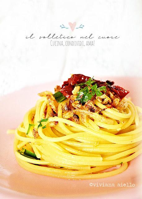 spaghetti-pomodori-secchi-cipolla-fritta