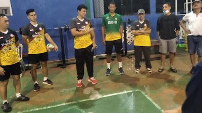 Pelatih Timnas Bola Voli Putra Samsul Jais Pantau Atlit Muda Sulut