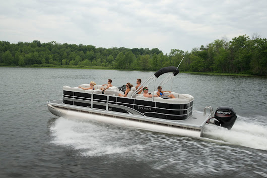 3 Benefits of Renting a Boat