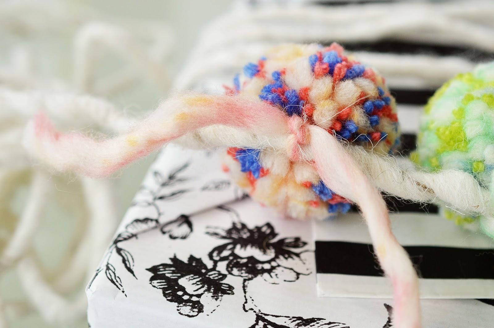 DIY Pom Pom Garland Gift Wrapping | Motte's Blog