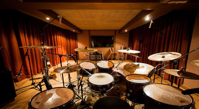Davulcunun stüdyoda ne işi var?