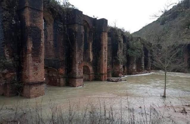 Το Ρωμαϊκό Υδραγωγείο αποτελεί ένα από τα σημαντικότερα μνημεία στην περιοχή. Οι βασικότερες στερεωτικές και αναστηλωτικές εργασίες πραγματοποιήθηκαν την διετία 1978-1980 στα βάθρα των τόξων της γέφυρας του υδραγωγείου ενώ σημειακές παρεμβάσεις έγιναν από την Αρχαιολογική Υπηρεσία Πρέβεζας από το 2007 ως το 2013 μέσω του προηγούμενου ΕΣΠΑ.