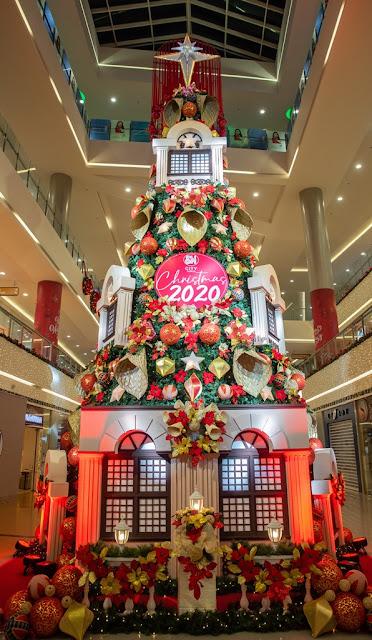 SM City Iloilo's 40-foot tree