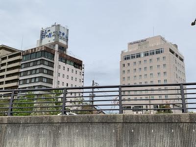 松江ニューアーバンホテルの本館と別館