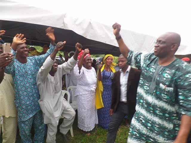 Photos: NYSC members hails governor Fayose with placards