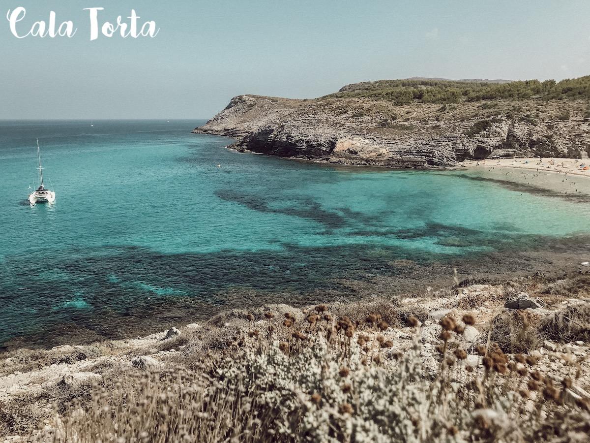 Cala Torta Mallorca Best Beaches Die schönsten Strände und Buchten Mallorcas auf: https://www.theblondelion.com/2019/09/schoenste-straende-buchten-mallorca.html Tipps Reiseblog Travel Diary Reiseführer Reisetipps