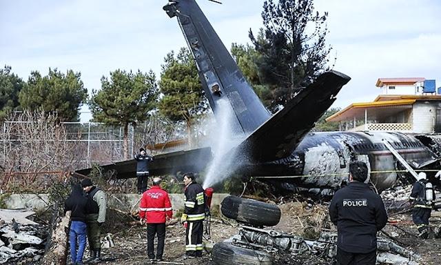 Avión con 180 pasajeros se estrella cerca del aeropuerto de Teherán