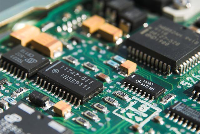 Gambar Intregrated Circuit yang digunakan untuk ROM
