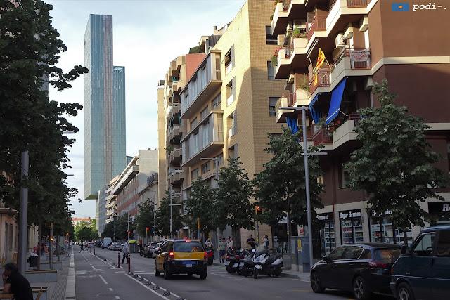 Carrer de Pere IV, amb l'hotel Melià al fons