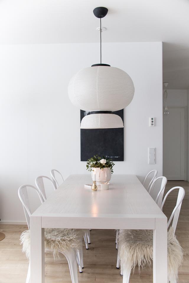 Villa H, ruokailutilan sisustus, tolix tuolit, formakami, sisustaminen