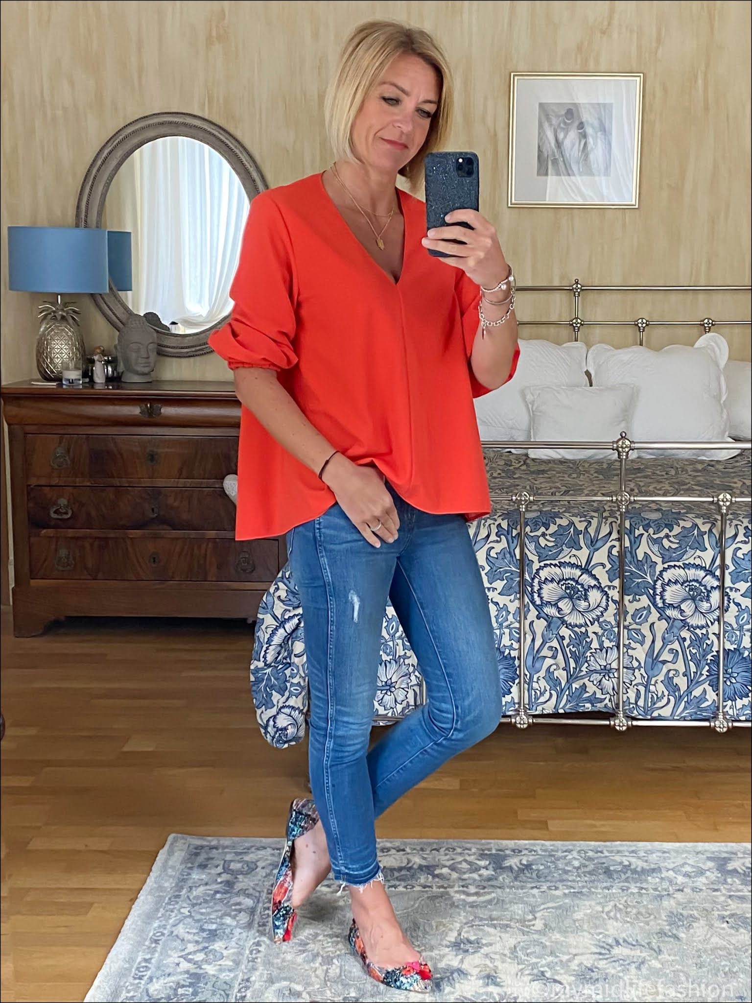 my midlife fashion, tiki v neck oversized top, j crew 9 inch toothpick skinny jeans, j crew tassel tweed pointed flat shoes