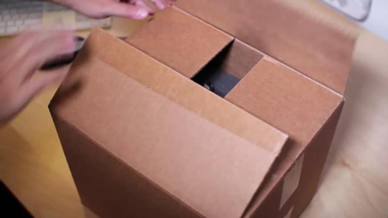 Deberán indemnizar a su hijo por tirarle a la basura una caja con videos y revistas porno