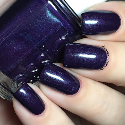 essie dressed to the nineties swatch