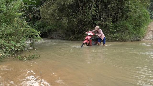 Mong manh những cây cầu vượt suối trị giá 500.000 đồng ở Lạng Sơn 4