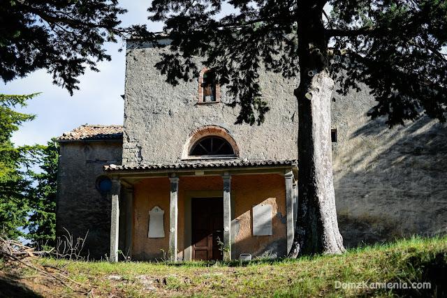 Tredozio, Dom z Kamienia.