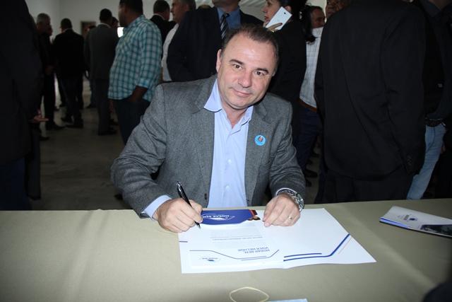 Prefeito Gilson Fantin assina convênio para a construção de mais 200 casas populares