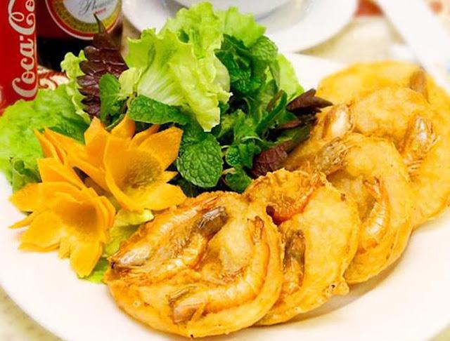 Ăn gì ở Hà Nội? – Bánh tôm, món ngon thủ đô được CNN hết lời ca ngợi
