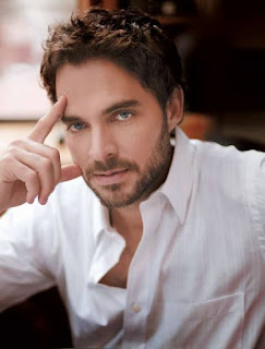 Manolo Cardona wife, movies and television shows, novels, stature, actor, valeria saints, and his wife, age, wiki, biography