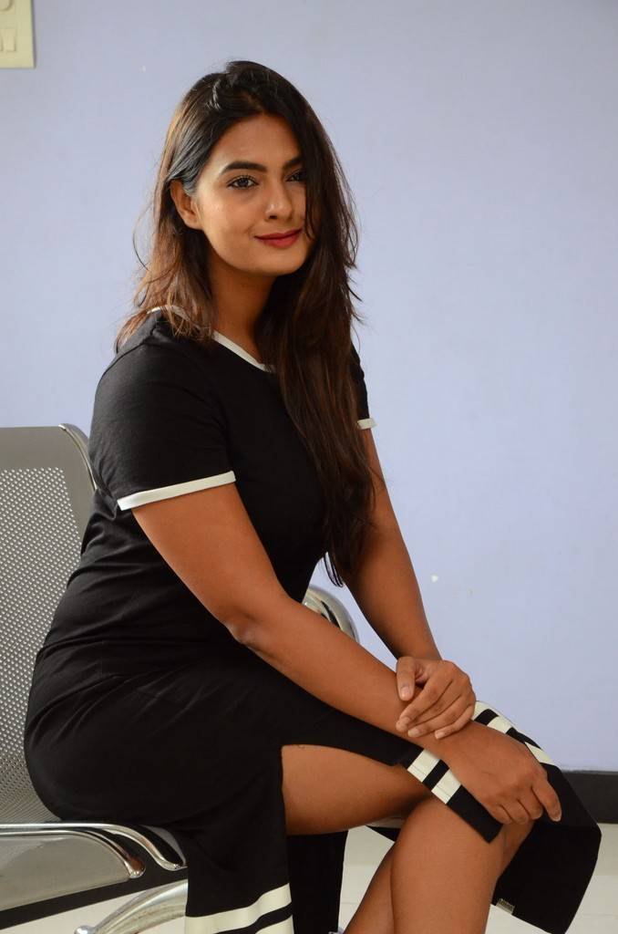 Neha Deshpande At Vaadena Movie First Look Launch Pics