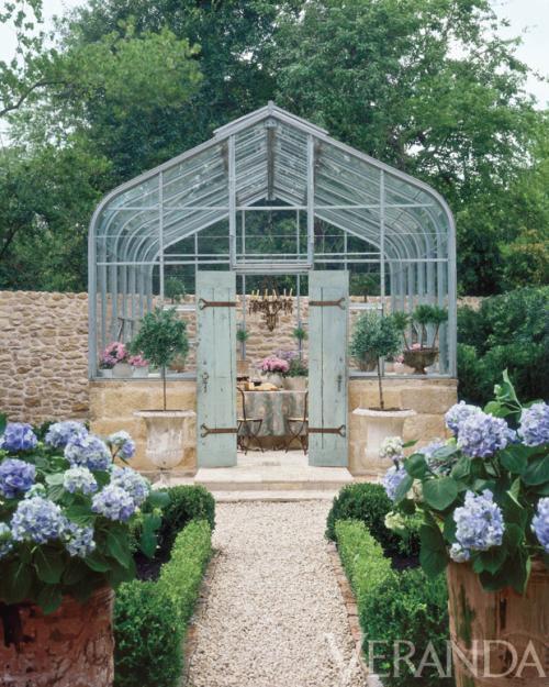 Green house garden with hydrangeas via belle vivir blog