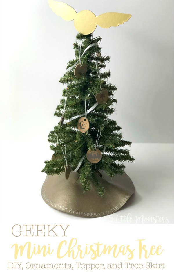 Mini Christmas Tree Skirt Pattern.5 Little Monsters Geeky Mini Christmas Tree