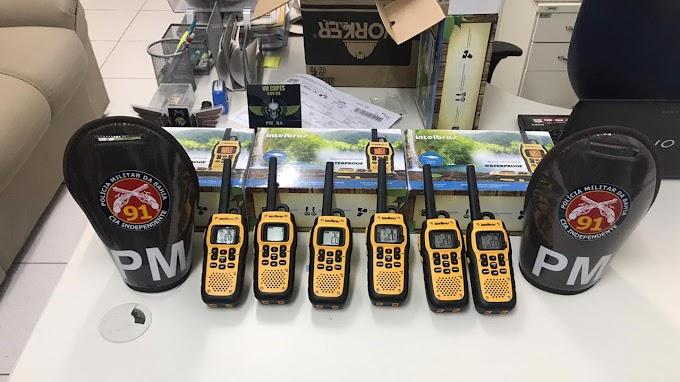Comerciantes de Capim Grosso doam rádios comunicadores à 91ª CIPM