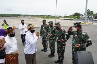 Danlantamal IV sambut Menkopolhukam RI di Bandara RHF