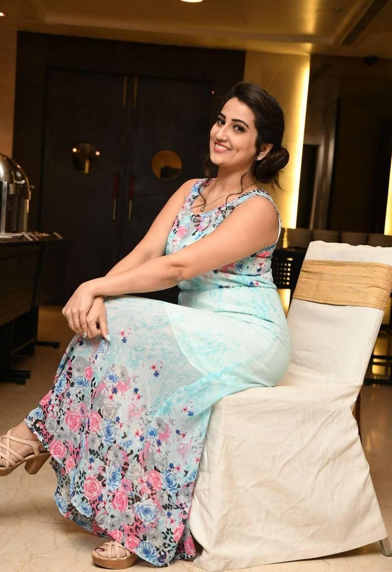 Dimple Queen Telugu Tv Anchor Manjusha Hot Photos